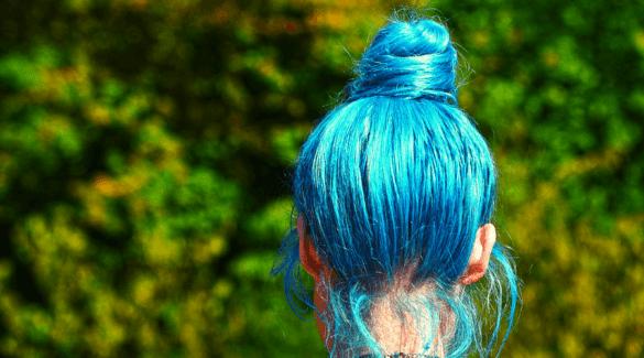 Blauw geverfd haar