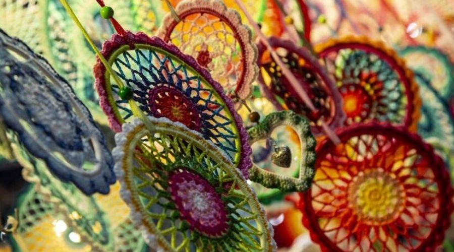 Gehaakte, kleurrijke ringen
