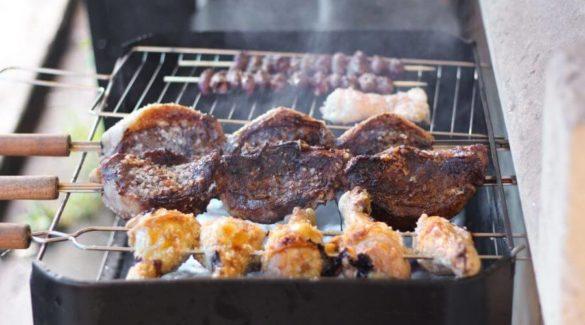 Barbecuerooster schoonmaken, 4 eenvoudige manieren