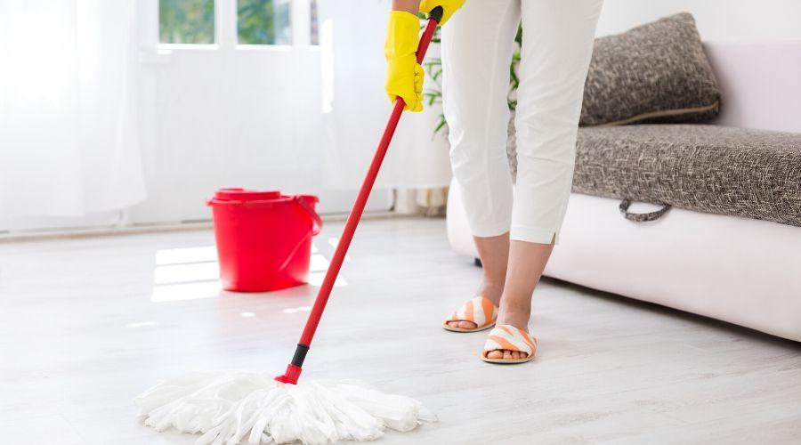 2 Makkelijke DIY reinigers voor harde vloeren -